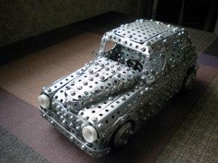 Модель Победа из металлического конструктора